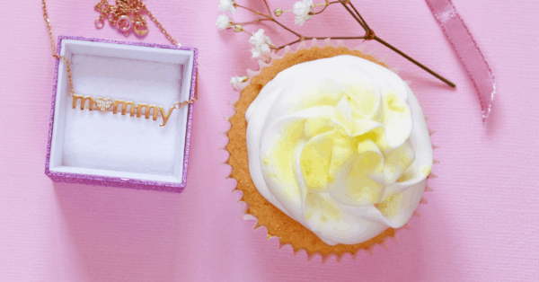 mother's day cupcake and a chain